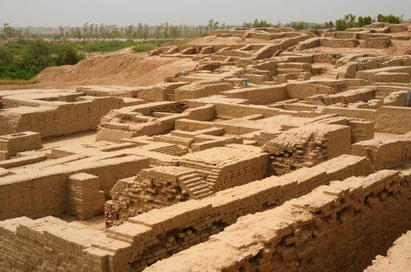 Ruiny Mohendżo Daro - drugiej obok Harappy wielkiej metropolii Cywilizacji Doliny Indusu (autor: Usman.pg, lic.: CC BY-SA 3.0).