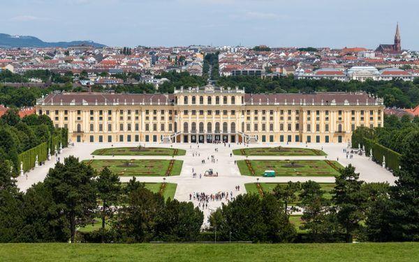 To w tym mieście tak naprawdę powstał chrupiący symbol Francji. Na zdjęciu: Pałac Schönbrunn, Wiedeń (autor: Thomas Wolf, licencja: CC BY-SA 3.0 de).