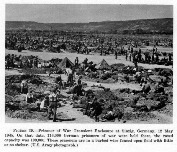 Amerykański obóz dla niemieckich jeńców wojennych w Sinizig, 12 maja 1945 r. (fot. domena publiczna).