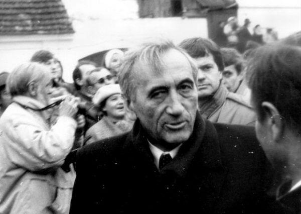 """Tadeusz Mazowiecki 3 miesiące po słynnej wypowiedzi o """"grubej kresce"""" (fot. Artur Klose, lic. CC BY-SA 2.0)."""