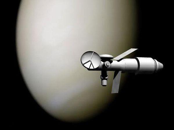Tak mógł wyglądać statek TMK-MaVr w czasie przelotu w pobliżu Wenus (artystyczna wizja z 2005 roku) (rys. KillOrDie, domena publiczna).