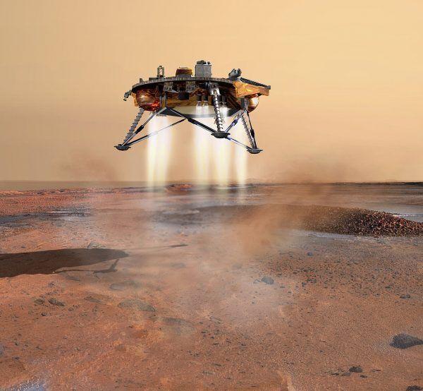 Bezzałogowy lądownik Phoenix osiada na powierzchni Marsa. W przeciwieństwie do Mars One, ten dużo skromniejszy projekt odniósł ogromy sukces – dzięki niemu udało się potwierdzić obecność wody na Czerwonej Planecie (rys. NASA/JPL/Corby Waste, domena publiczna).