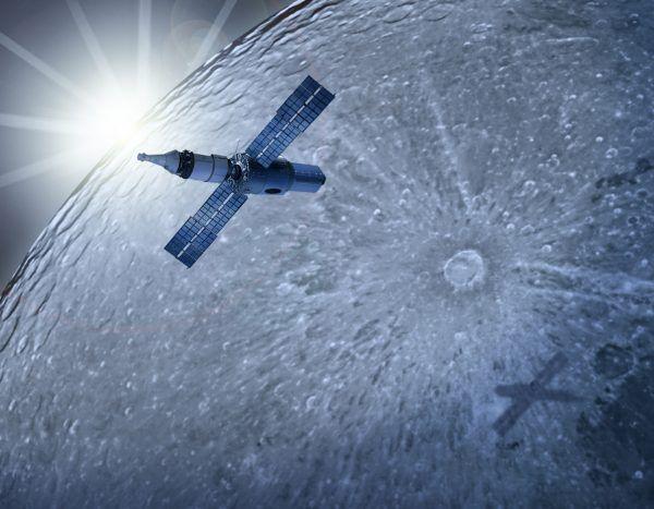 Artystyczna wizja statku Excalibur Almaz w wersji przystosowanej do wyprawy na Księżyc (rys. Ergignac, CC BY-SA 3.0).