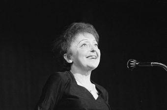 Legendarna Edith Piaf podczas okupacji uświetniała wieczory w legendarnych paryskich domach publicznych (fot. Eric Koch, Archiwum Narodowe w Hadze, lic. CC BY-SA 3.0 nl)