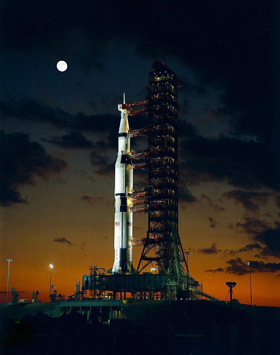 Rakieta Saturn V, wykorzystywana w programie Apollo (fot. NASA, domena publiczna).