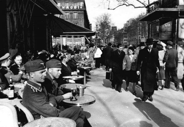 Paryż w 1941 r. (fot. Langhaus, domena publiczna via Bundesarchiv).
