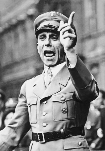 """""""W moje ręce powierza się wychowanie narodowe Niemców. Już ja się tym zajmę"""" - obiecywał sobie Joseph Goebbels. Słowa dotrzymał (źródło: Bundesarchiv, lic.: CC-BY-SA 3.0)."""