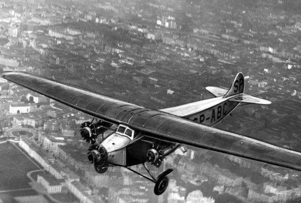 Samolot Fokker F-VII/3m. To właśnie takie maszyny przydzielono bydgoskiemu Wojskowemu Ośrodkowi Spadochronowemu (źródło: domena publiczna).