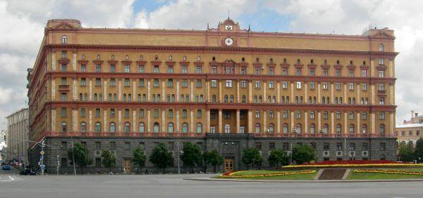 Łubianka - obecna siedziba FSB, niegdyś KGB i NKWD w Moskwie. W podziemiach tego budynku zamordowano wielu więźniów politycznych, w tym licznych Polaków. Tu przetrzymywano też podejrzanego o szpiegostwo Manfreda Zankera (źródło: domena publiczna).