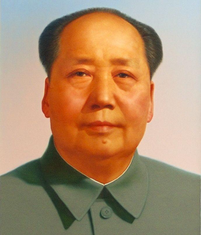 Szalone pomysły Mao Zedonga doprowadziły do śmierci głodowej dziesiątek milionów ludzi. Na ilustracji portret chińskiego dyktatora autorstwa Zhang Zhenshi.