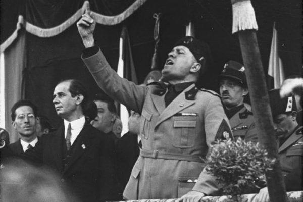 """Benito Mussolini - twórca """"Fasci di combattimento"""" i człowiek, którego kule się nie imały (fot. Bundesarchiv, Bild 102-09844, lic. CC BY-SA 3.0 de)."""