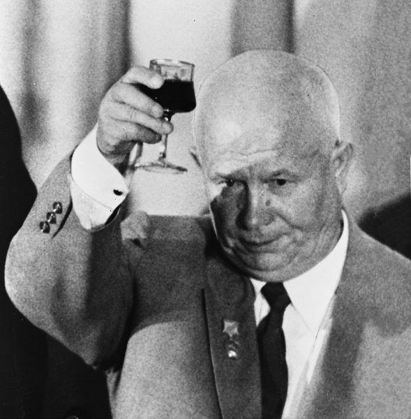 Nikita Chruszczow był zausznikiem i kompanem Stalina. Ale dopiero po jego śmierci miał co świętować (fot. domena publiczna).