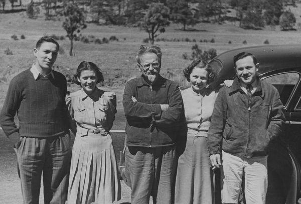 Przed zemstą Stalina nie chronił nawet wyjazd na drugi koniec świata. Przekonał się o tym Lew Trocki. Na zdjęciu wykonanym w 1940 roku Trocki i jego amerykańscy zwolennicy (źródło: domena publiczna).