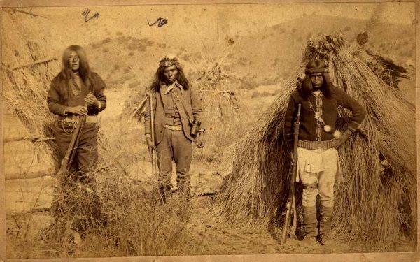 Także groźni północnoamerykańscy Apacze mieli swój własny mit o gryzącej pochwie. (zdjęcie domena publiczna)