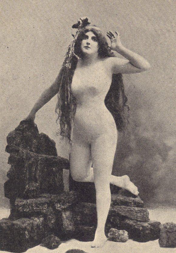 Halo, zgubiłam się, kto mnie uratuje? Clara na niemieckiej pocztówce z samego początku XX wieku.