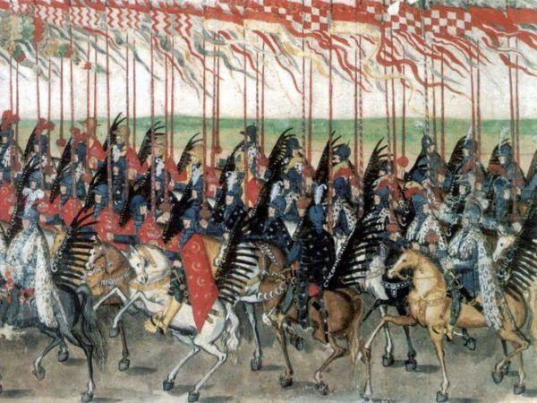 """Podczas parady oddziały prezentowały się znakomicie... ale po dłuższej kampanii znacznie zmniejszały liczebność. Prezentacja husarii w Krakowie w 1605 roku na """"Rulonie polskim"""" autorstwa Balthasara Gebhardta (źródło: domena publiczna)."""