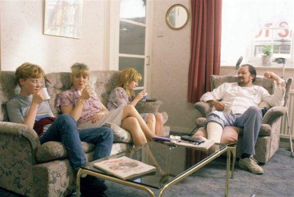Zwyczajna brytyjska rodzina w komplecie (fot. materiały prasowe).