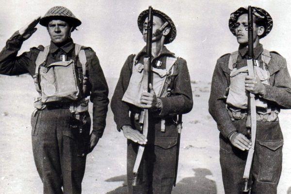 Żołnierze Brygady Karpackiej odznaczeni za walkę w Tobruku (źródło: domena publiczna).