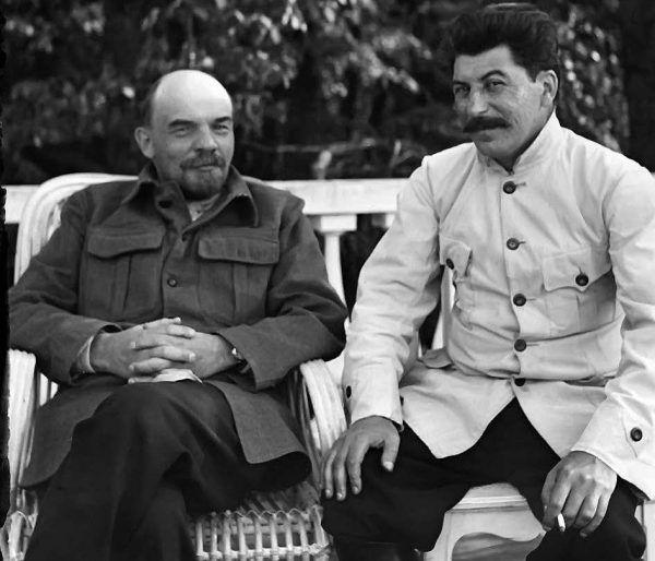 """Czy gdyby Stalin nie zrezygnował z zapoczątkowanej przez Lenina Nowej Polityki Ekonomicznej, to ZSRR stałby się prawdziwą potęgą gospodarczą? Zdjęcie z książki """"Stalin. Nowa biografia"""" (Znak Horyzont 2016)."""