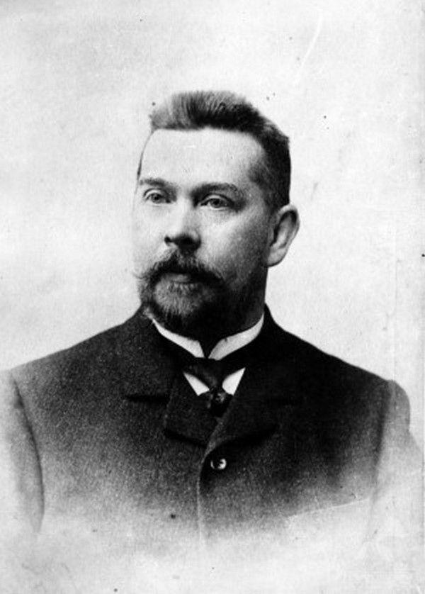 Piotr Lebiedziński, pionier polskiej kinematografii i fotografii, był też pierwszym człowiekiem na świecie, który pobrał próbkę ektoplazmy! (źródło: domena publiczna).