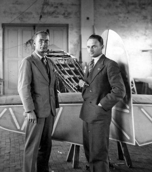 Jerzy Drzewiecki (z lewej) i Stanisław Rogalski (z prawej) na zdjęciu z lat 30. (źródło: domena publiczna).