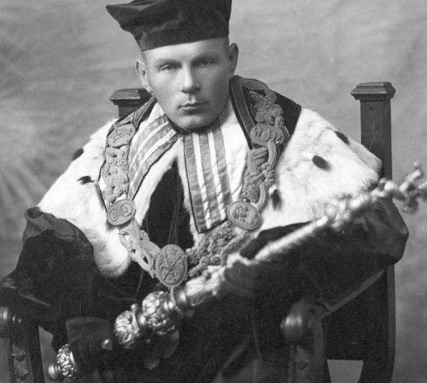 Profesor Stanisław Pigoń, jako chłopski syn z Podkarpacia, w młodości na własnej skórze doświadczył galicyjskiej nędzy (źródło: domena publiczna).