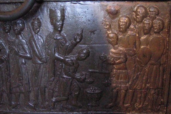 Fragment Drzwi Gnieźnieńskich przedstawiający wykupienie zwłok męczennika Wojciecha (źródło: domena publiczna).