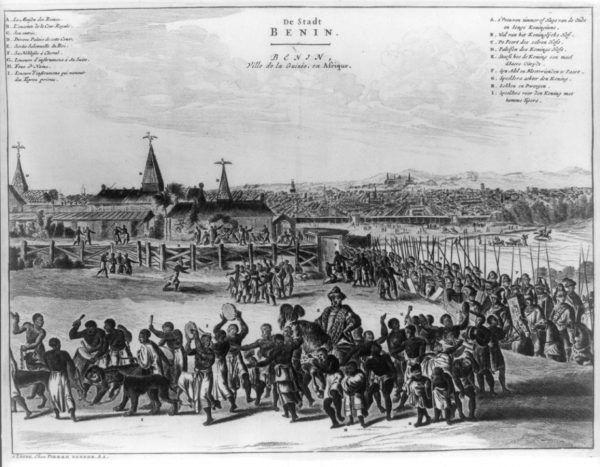 """To stąd pochodziła znaczna część karaibskich niewolników. Widok miasta Benin w połowie XVII w. Rycina z książki D. O. Dappera """"Description de l'Afrique"""", wydanej w Amsterdamie w 1686 roku (źródło: domena publiczna)."""