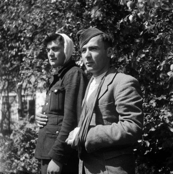 Ranni żołnierze gruzińscy w listopadzie 1945 r. (fot. J.A. van der Vlis / Anefo, ze zbiorów Nationaal Archief, CC BY-SA 3.0 NL).