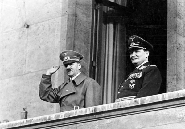 Kiepura znany był ze swojego tupetu. Przekonał się o tym również jeden z najbliższych współpracowników Adolfa Hitlera marszałek Herman Göring (źródło: Bundesarchiv; lic. CC-BY-SA 3.0).
