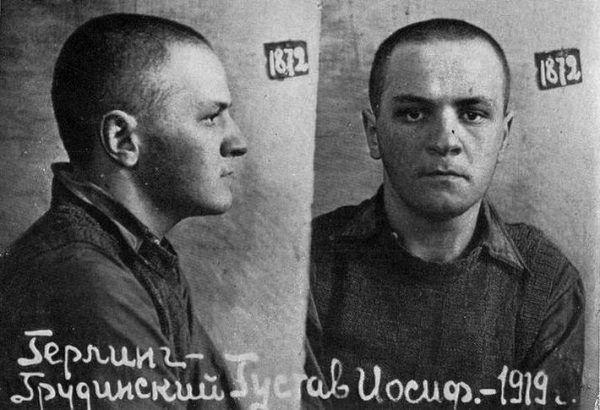Gustaw Herling-Grudziński na zdjęciu wykonanym przez NKWD w 1940 roku (źródło: domena publiczna).