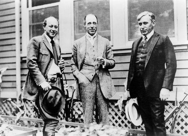Reżyserzy D. W. Griffith, Mack Sennett, i Cecil B. Demille. Czy to uśmiechnięty pan pośrodku miał coś wspólnego z morderstwem Taylora? (zdjęcie dzięki uprzejmości Orange County Archives).