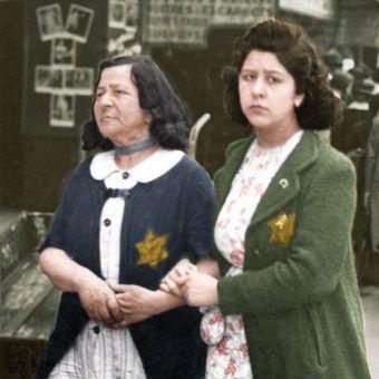 Czy i tym paryskim Żydówkom pomogli ich francuscy sąsiedzi? (źródło: Bundesarchiv; lic. CC-BY-SA 3.0; koloryzacja: Rafał Kuzak).