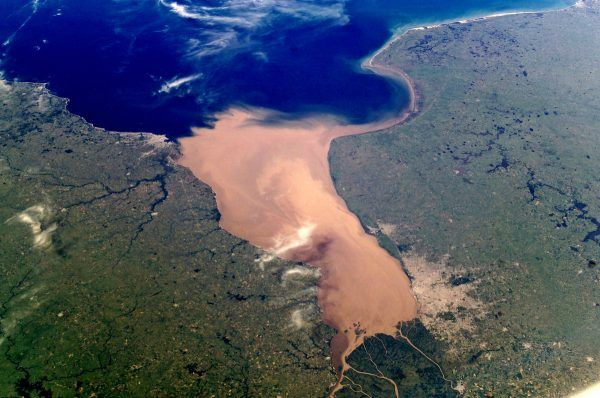 La Plata widziana z MIędzynarodowej Stacji Kosmicznej (fot. Earth Sciences and Image Analysis Laboratory, NASA Johnson Space Center, domena publiczna).