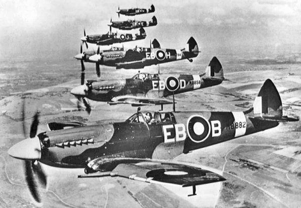 W tych samolotach brytyjscy lotnicy walczyli nie tylko z hitlerowskim agresorem, ale również z chłodem i własnymi słabościami (źródło: domena publiczna).