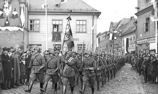 Konflikt o Zaolzie między Polska a Czechosłowacją ciągnął się przez cały okres międzywojennym. Najpierw zajęli je Czesi, zaś w 1938 r. zostało przyłączone do Polski (źródło: domena publiczna)..
