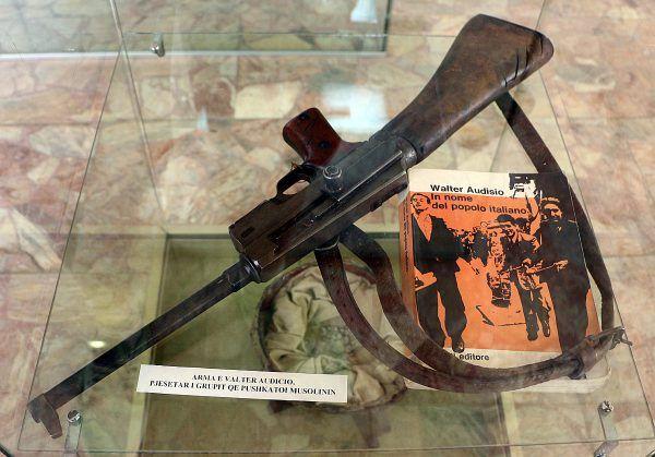 Francuski pistolet maszynowy MA38, z którego zastrzelono Mussoliniego (fot. Sailko, CC BY-SA 4.0).
