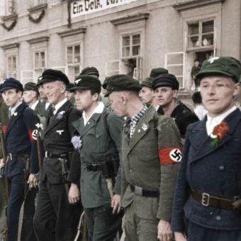 Dla niektórych status etnicznego Niemca był powodem do dumy. Dla innych wpis na listę był kwestią fizycznego przetrwania... Na ilustracji członkowie Legionu Sudeckoniemieckiego (źródło: Bundesarchiv, lic.: CC BY-SA 3.0 de). Koloryzacja: Rafał Kuzak.
