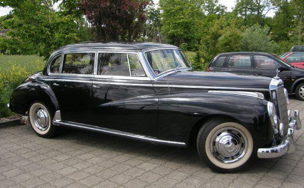 """Mercedes 300 """"Adenauer"""". Partyjni dygnitarze wozili się między innymi takimi samochodami (autor: Ra Boe, lic.: CC BY-SA 3.0)."""