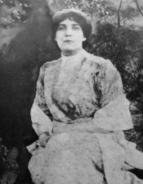 Kobietom, jak pisarka Zofia Nałkowska, przyzwyczajonym do pewnego poziomu życia, wymuszona zmiana nawyków higienicznych dawała się mocno we znaki (źródło: domena publiczna).