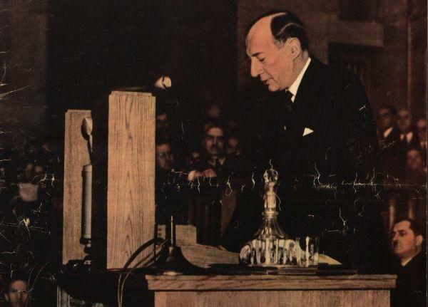 Jako minister Józef Beck otrzymywał 2 tysiące złotych samej podstawowej pensji. Do tego oczywiście należy dodać liczne dodatki. W efekcie zarabiał on wielokrotnie więcej niż jego odpowiednik w III RP (źródło: domena publiczna).
