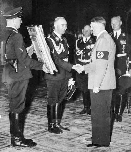 Hitler i Himmler byli zgodni - Warszawa ma się zamienić w morze ruin z ulicami pełnymi trupów mężczyzn, kobiet i dzieci (źródło: Bundesarchiv, CC BY-SA 3.0 de).