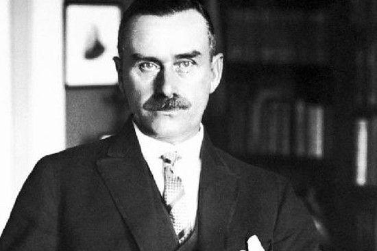 """Autor """"Czarodziejskiej Góry"""" dostrzegał prostactwo intelektualne nazistowskiej ideologii i barbarzyństwo, jakie przyniesie jej urzeczywistnienie. Ale nikt go nie słuchał (źródło: domena publiczna)."""