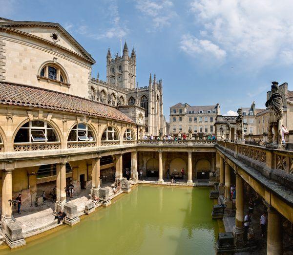 Zachowane Rzymskie łaźnie w Bath w południowej Anglii (autor: Diliff, lic.: CC BY 2.5).