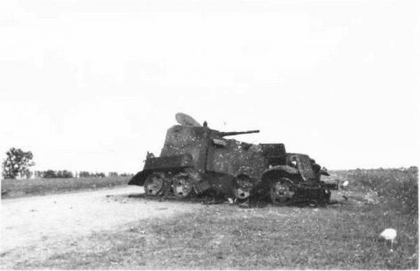 Radziecki wóz pancerny zniszczony w czasie walk nad Chałchyn-Goł (źródło: domena publiczna).