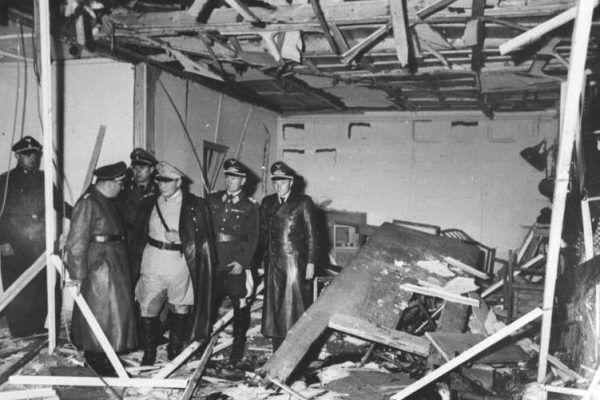 Tak wyglądała sala konferencyjna w Wilczym Szańcu, zniszczona podczas wybuchu 20 lipca 1944 roku (Bundesarchiv, Bild 146-1972-025-10 / CC-BY-SA 3.0).