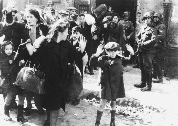 Wobec bezwzględnej chciwości szmalcowników Żydzi byli całkowicie bezradni... (źródło: domena publiczna).