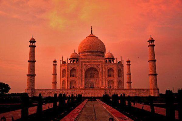 Pomyśleć, że brytyjscy kolonizatorzy o mały włos nie przerobili Tadż Mahal na wyposażenie łazienek! (autor: Ndineshp, lic.: CC BY-SA 3.0).