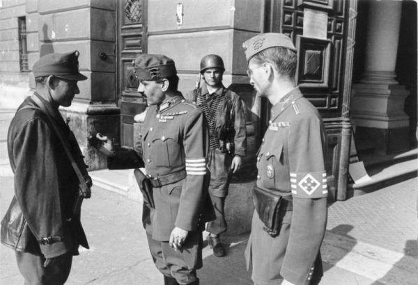Przy pomocy Niemców władzę na Węgrzech przejęli strzałokrzyżowcy (źródło: Bundesarchiv, lic.: CC BY-SA 3.0 de).