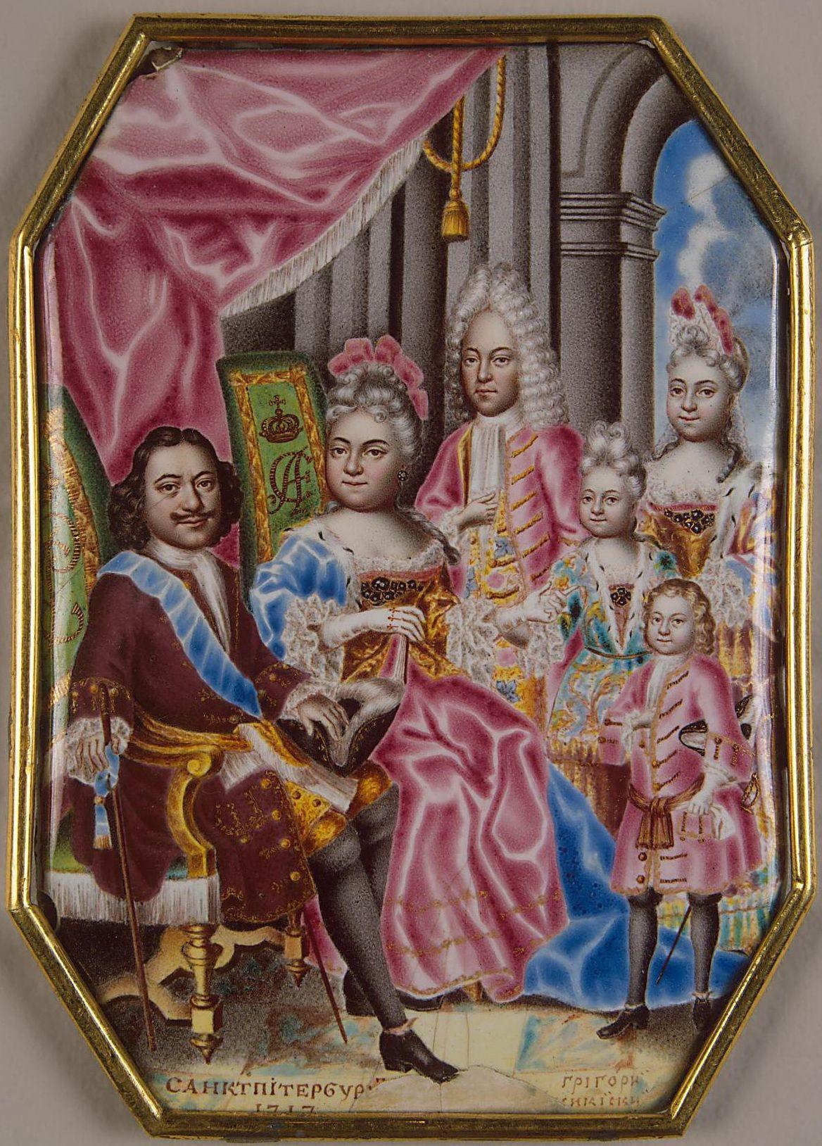 Szczęśliwa, zgodna rodzina? Takie rzeczy tylko na emalii. Carewicz Aleksy (pośrodku, z tyłu) znajdował się w głębokim konflikcie z ojcem i macochą, a przyrodnie rodzeństwo (od tyłu Anna, Elżbieta i Piotr) traktował jak zagrożenie dla swej pozycji. Emalia na miedzi, dzieło Grigorija Semenowicza Musikijskiego z 1716 lub 1717 roku (źródło: domena publiczna).